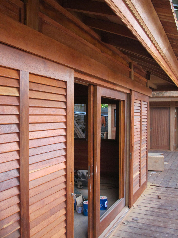 maison en bois sur mesure bungalow en kit structure bois. Black Bedroom Furniture Sets. Home Design Ideas